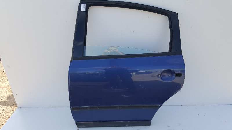 Puerta trasera izquierda de Volkswagen Passat berlina (3b2) (1996 - 2000) 3B5833051AB