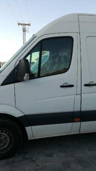 Puerta delantera izquierda de Volkswagen Crafter caja cerrada (2006 - ...) 2E0831051